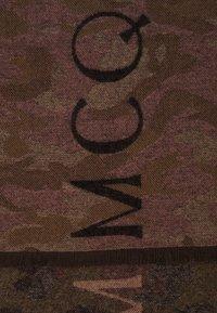 McQ Alexander McQueen - CAMO LOGO SCARF - Sjal / Tørklæder - cameo pink - 1