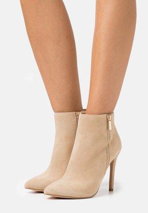 LEATHER - Kotníková obuv na vysokém podpatku - beige