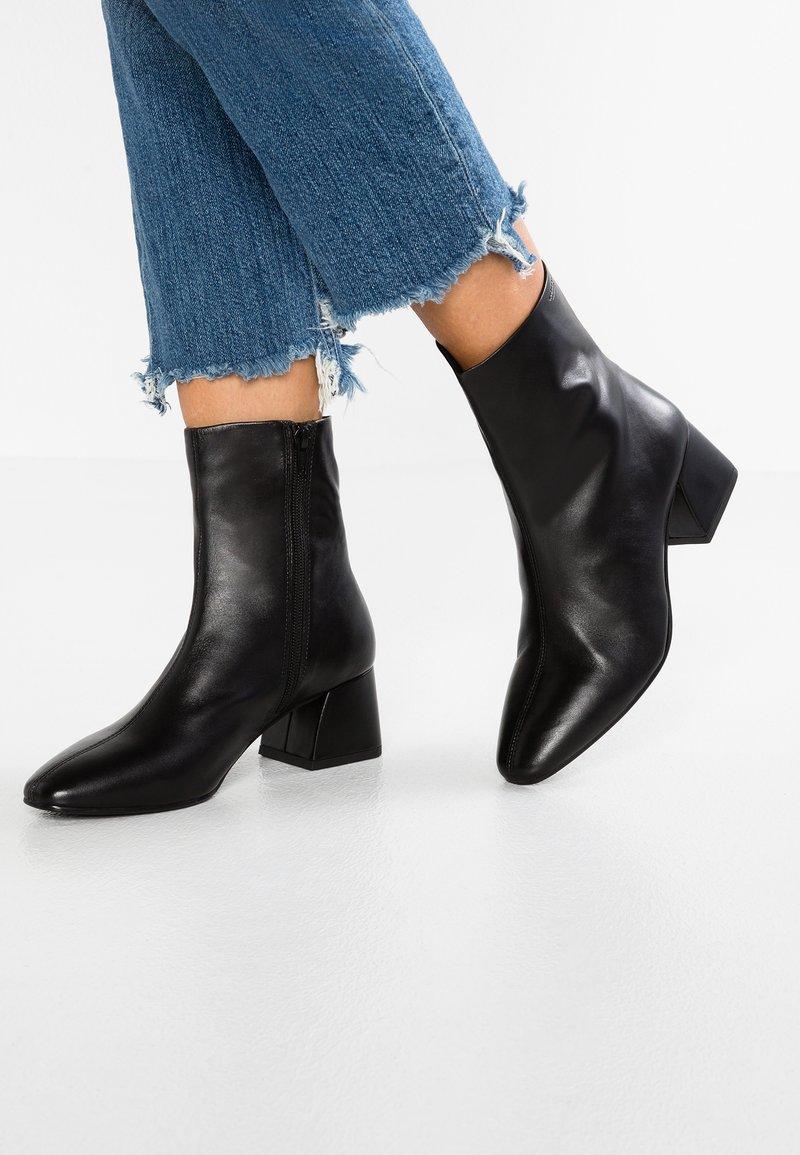 Vagabond - ALICE - Støvletter - black