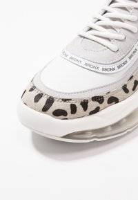 Bronx - BUBBLY - Sneakers laag - white/black - 2