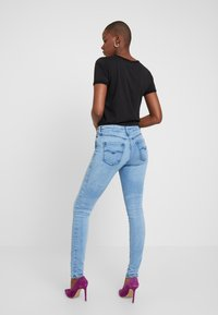 Replay - LUZ HIGH WAIST HYPERFLEX CLOUDS - Jeans Skinny Fit - light blue - 2