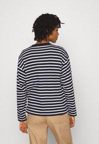 Carhartt WIP - ROBIE  - Long sleeved top - dark navy/white - 2