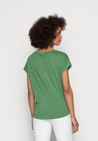 Marc O'Polo - SHORT SLEEVE - Basic T-shirt - meadow grass - 2