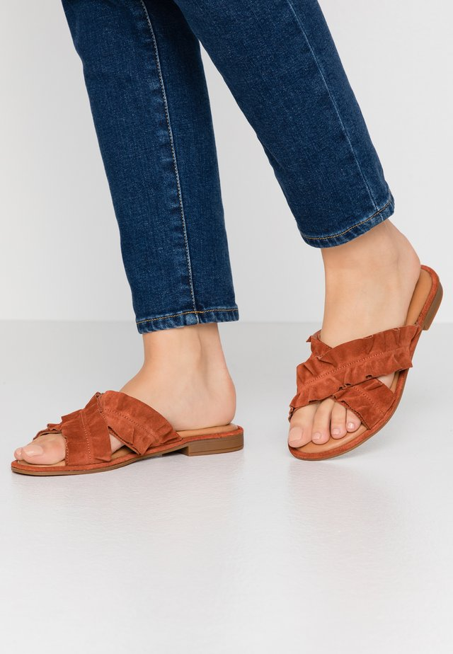 Mules - ginger