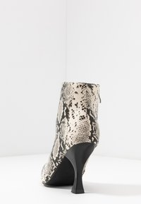 RAID Wide Fit - TILLY - High heeled ankle boots - beige - 5