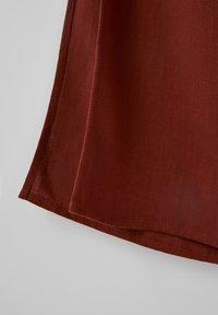 PULL&BEAR - Spodnie materiałowe - brown - 3