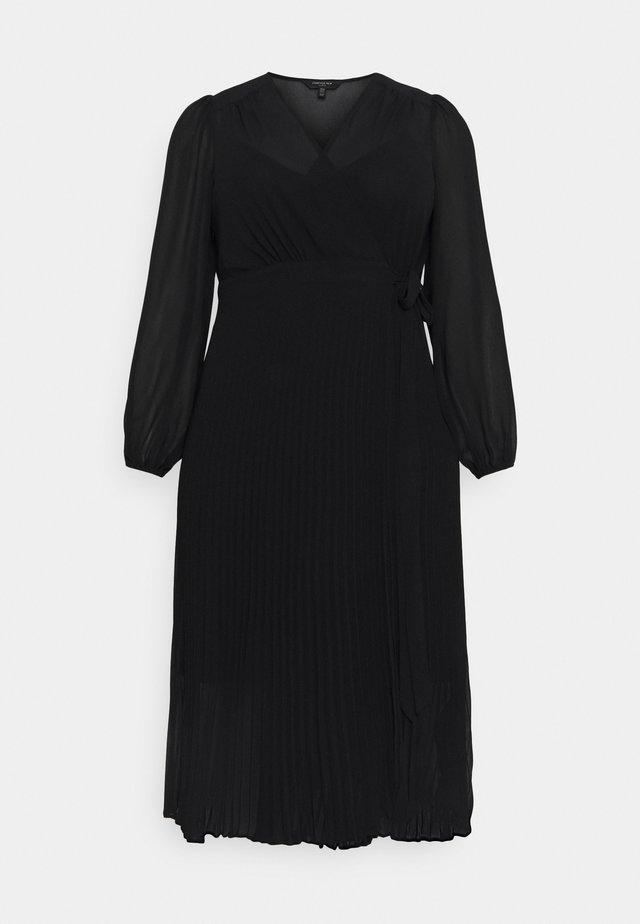PENELOPE PLEATED WRAP DRESS - Hverdagskjoler - black