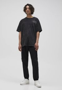 PULL&BEAR - T-shirt con stampa - mottled grey - 1