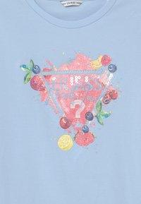 Guess - JUNIOR  - Print T-shirt - starlight blue - 2