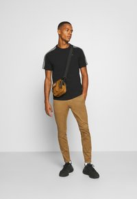 G-Star - SKINNY CHINO - Chinos - brown - 1