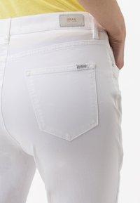 BRAX - STYLE CAROLA - Straight leg jeans - white - 4