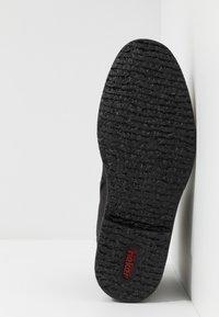 Rieker - Lace-up ankle boots - schwarz/granit - 4