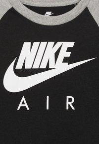 Nike Sportswear - AIR RAGLAN - Bluzka z długim rękawem - black - 2