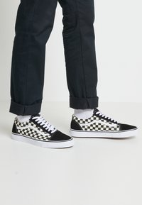 Vans - UA OLD SKOOL - Baskets basses - black/white - 0