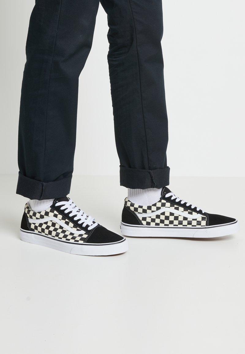 Vans - UA OLD SKOOL - Sneakers laag - black/white