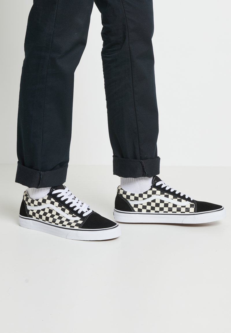 Vans - UA OLD SKOOL - Baskets basses - black/white