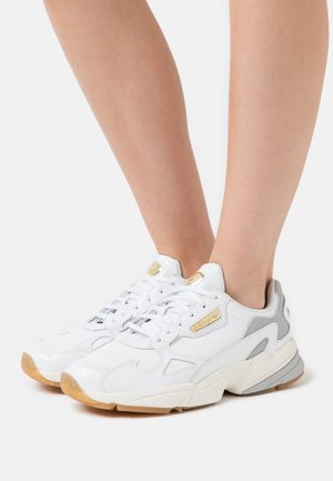 SPORTS INSPIRED SHOES - Sneaker low - footwear white/offwhite
