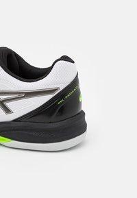 ASICS - GEL DEDICATE 7 INDOOR - Carpet court tennis shoes - white/gunmetal - 5