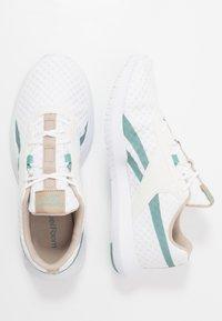 Reebok - REAGO ESSENTIAL 2.0 - Sports shoes - white/modern beige/green slash - 1