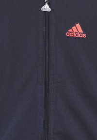 adidas Performance - FAVOURITES TRAINING SPORTS TRACKSUIT BABY SET - Chándal - dark blue/red - 3