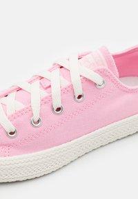 Converse - CHUCK TAYLOR ALL STAR UNISEX - Zapatillas - pink/egret - 5