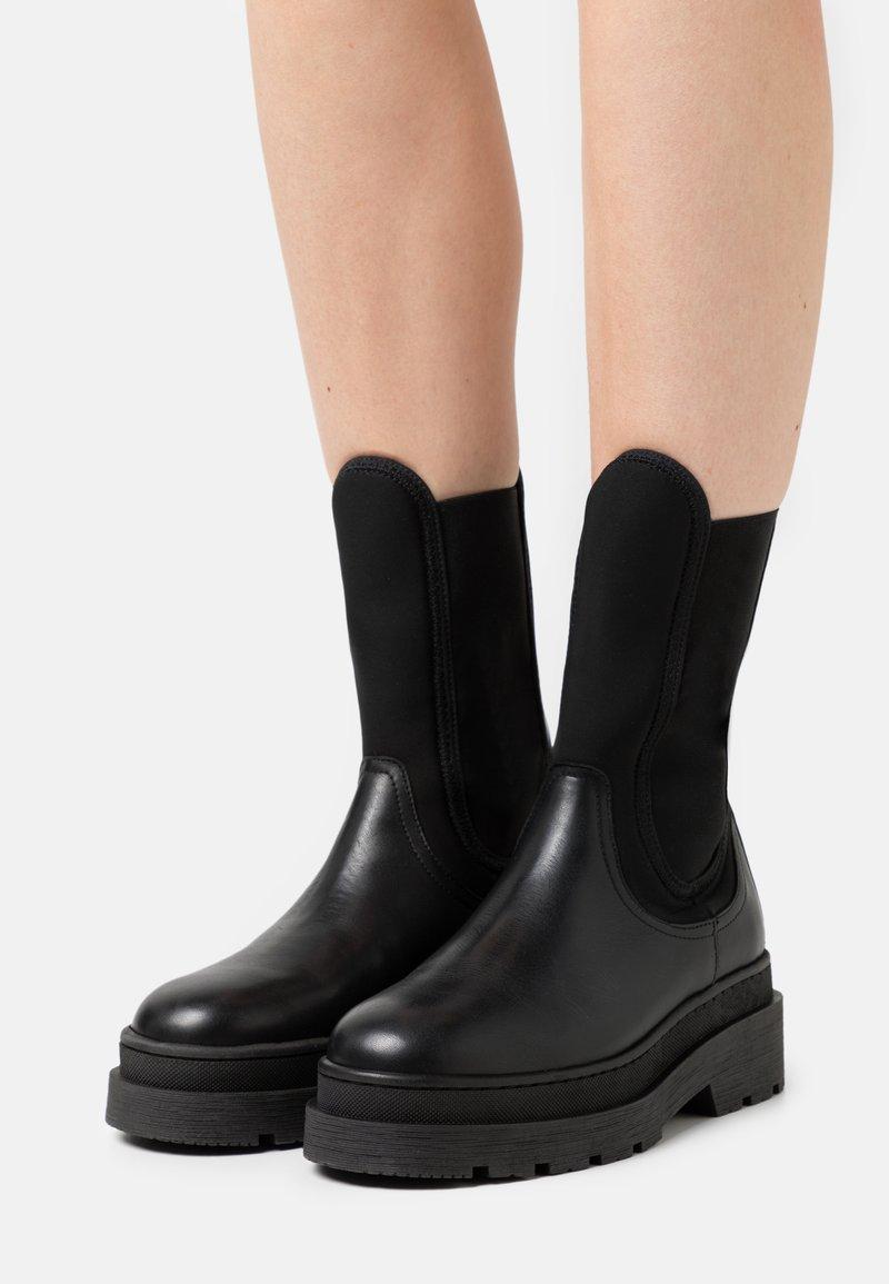 Scotch & Soda - AUBRI CHELSEA - Platform ankle boots - schwarz