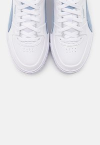 Puma - CALI SPORT SD - Baskets basses - white/serenity - 5
