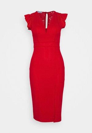 Sukienka etui - red