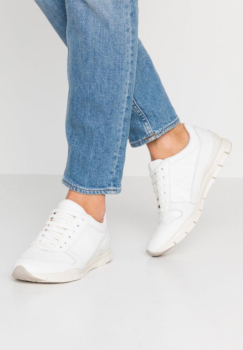 Geox - SUKIE - Zapatillas - white