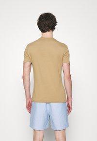 Polo Ralph Lauren - CUSTOM SLIM FIT JERSEY CREWNECK T-SHIRT - T-shirt basique - luxury tan - 2