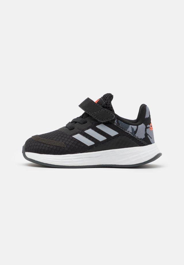 DURAMO SL SHOES - Zapatillas de entrenamiento - core black/halo silver/solar red