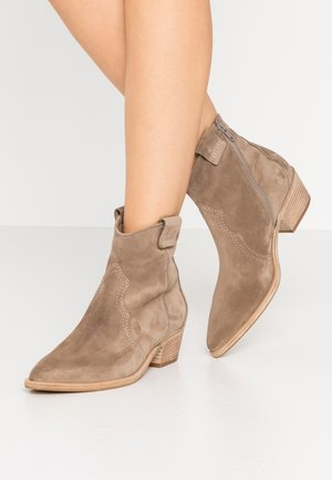 EVE - Cowboy/biker ankle boot - tundra