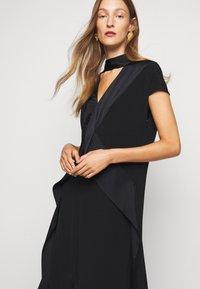 Victoria Victoria Beckham - DIAMOND DRAPE DRESS - Koktejlové šaty/ šaty na párty - black - 3
