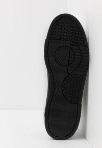 adidas Originals - SUPERCOURT - Tenisky - core black/dough solid grey - 4