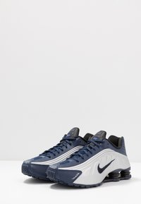 Nike Sportswear - SHOX R4 - Trainers - midnight navy/black/metalic silver - 3