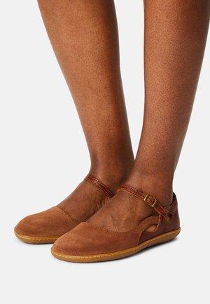 EL VIAJERO - Ankle strap ballet pumps - wood