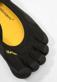 Vibram Fivefingers - CLASSIC - Minimalist running shoes - black - 5