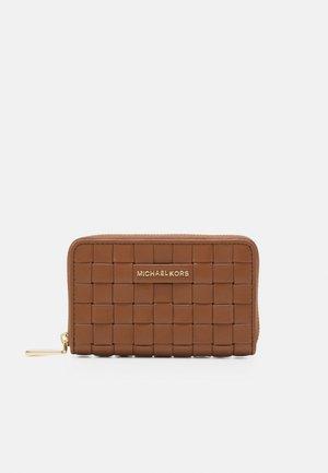 JET SET CARD CASE - Lompakko - luggage