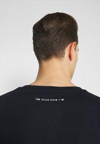 TOM TAILOR DENIM - WITH PRINT - T-shirt med print - sky captain blue - 4