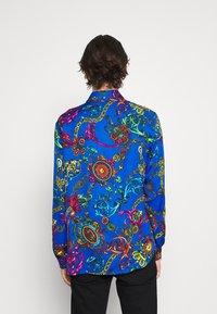 Versace Jeans Couture - PRINT REGALIA BAROQUE - Shirt - midnight - 4