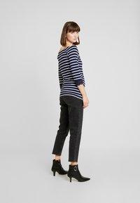 Anna Field MAMA - T-shirt à manches longues - off-white/dark blue - 2