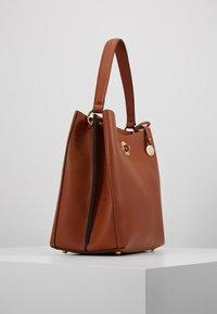 L. CREDI - MAXIMA - Handbag - cognac - 3