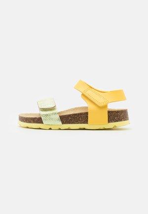 FUSSBETTPANTOFFEL - Sandals - gelb