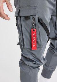 SIKSILK - COMBAT TECH CARGO PANTS - Cargo trousers - light grey - 7