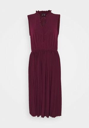 VMTWIST PLEATED KNEE DRESS - Vestido ligero - winetasting