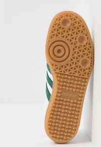 adidas Originals - SAMBA FOOTBALL - Trainers - footwear white/collegiate green/vapour green - 4