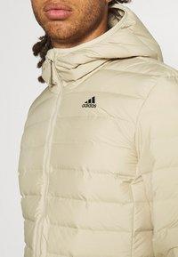 adidas Performance - VARILITE SOFT HOODED - Down jacket - savann - 3