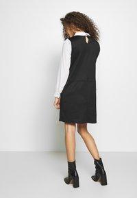 Wallis Petite - PETITES PONTE POCKET DRESS - Shift dress - mono - 2