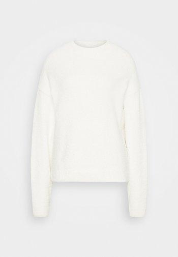 NA-KD X ZALANDO EXCLUSIVE - FLUFFY SWEATER - Strikkegenser - white