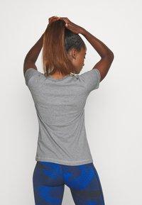 Champion - ESSENTIAL CREWNECK LEGACY - T-shirts - grey heathered - 2